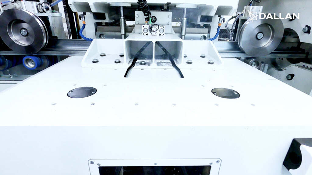 Cutting dies for the production of steel door frames